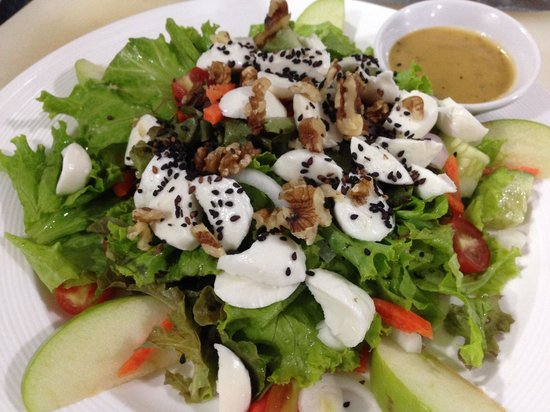 Fitness Cafe: Mozzarella salad with green apple