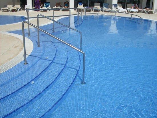 Hotel Playa Azul : piscina