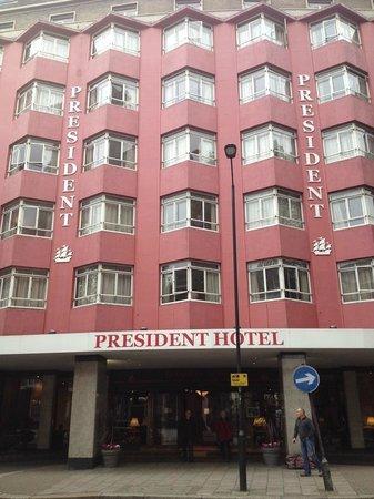 President Hotel: Façade de l'hôtel, on ne peut pas le râter