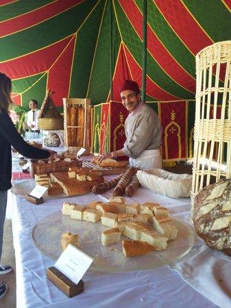 Club Med Marrakech La Palmeraie: Bravo a Monsieur Rachid qui nous a régalé avec la diversité de ses pains photo du buffet du  1er