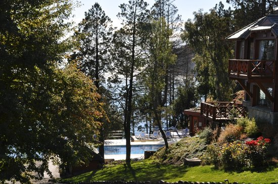 Charming - Luxury Lodge & Private Spa: Vista desde el parque