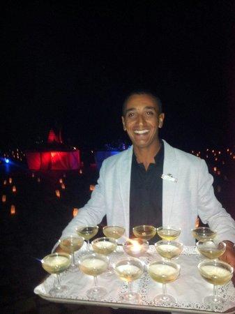 Club Med Marrakech La Palmeraie: Coupe de champagne après le spectacle du 31avec le beau sourire de Hicham GO tennis encore félic