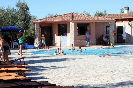 Residence Club Santa Maria: Un po' di baby dance in piscina