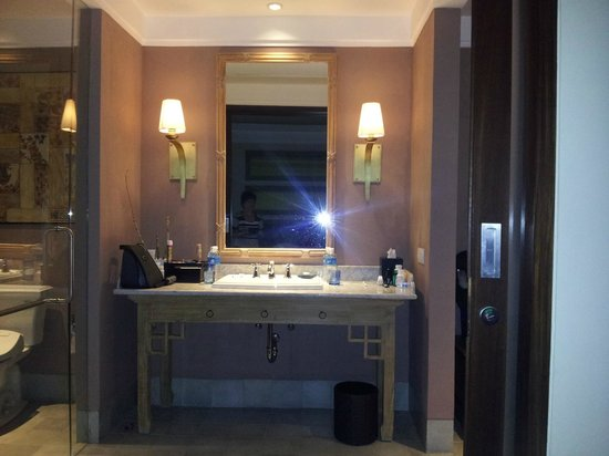Sudamala Suites & Villas : Bathroom Vanity