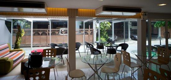 Nantra Ploenchit Hotel : Breakfast room