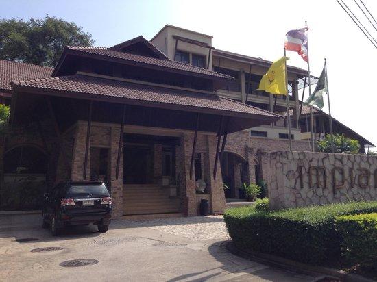 Impiana Resort Chaweng Noi: Driveway