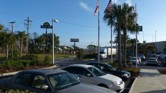 Quality Inn & Suites Near Fairgrounds Ybor City : Parking