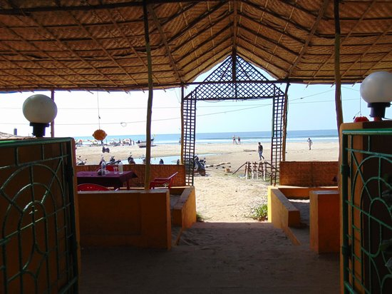 Arambol Residensea: Beach view from compound exit