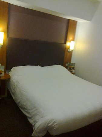 Premier Inn London Stansted Airport Hotel: Typical Room