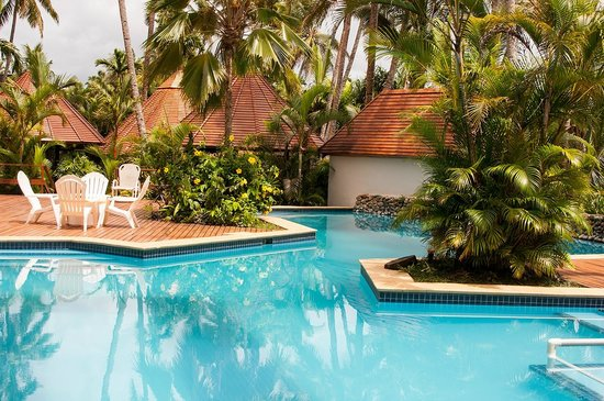 ULTIQA at Fiji Palms Beach Resort : The beautiful swimming pool