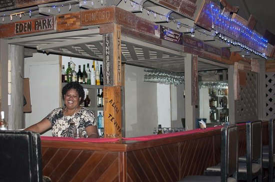 ULTIQA at Fiji Palms Beach Resort : Ala behind the bar