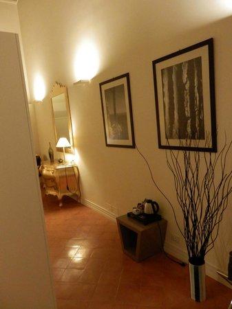 Palazzo Caracciolo Napoli MGallery by Sofitel: vue du salon vers la chambre