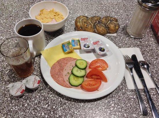 MEININGER Hotel Salzburg City Center: 朝食 バイキング