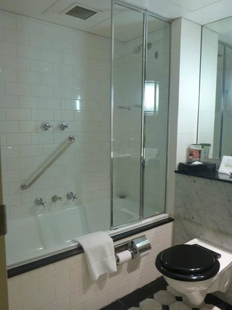 Vibe Savoy Hotel Melbourne: bathroom