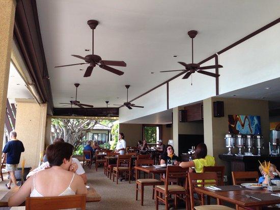 Impiana Resort Chaweng Noi: Indoor portion of restaurant