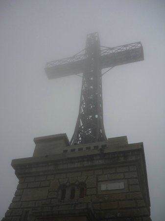 Busteni, Rumunsko: The Heroes' Cross on Caraiman Peak