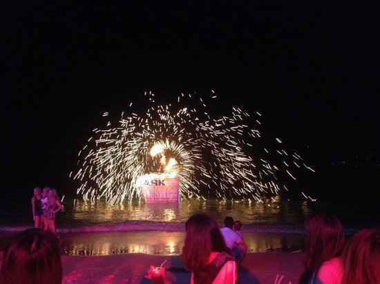 Ark Bar Beach Resort : Part of the fire show at the beach party