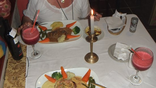 Cafe Mariane: Steak mit Passionsfruchtsauce und Pfeffersteak