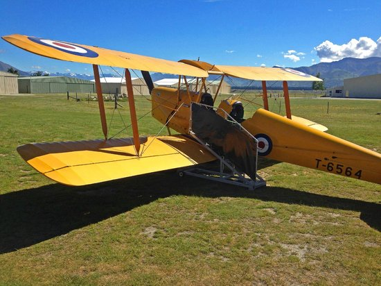 Classic Flights : vintage 1930 DH82 TEGER MOTH