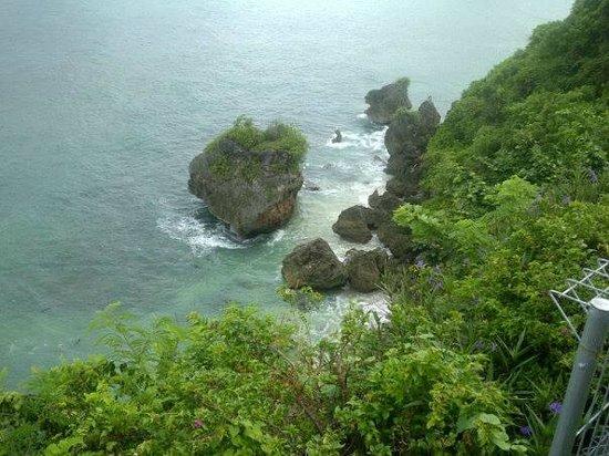 Uluwatu Cottages: Cliff view