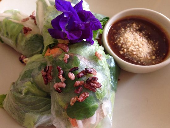 Sweet Sisters Cafe: Tofu summer rolls
