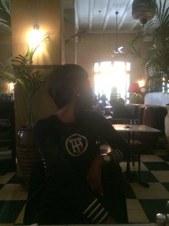 Grand Cafe De La Poste : local atmosphere