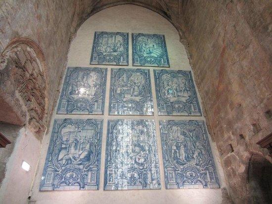 Carmo Archaeological Museum : passion du christ : azulejos