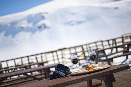Polat Erzurum Resort Hotel: Dağın eteklerinde mükemmel bir manzara...