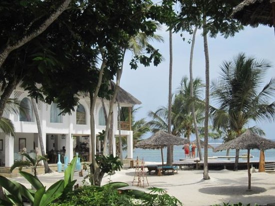 Waterlovers Beach Resort: le restaurant, la piscine, la plage