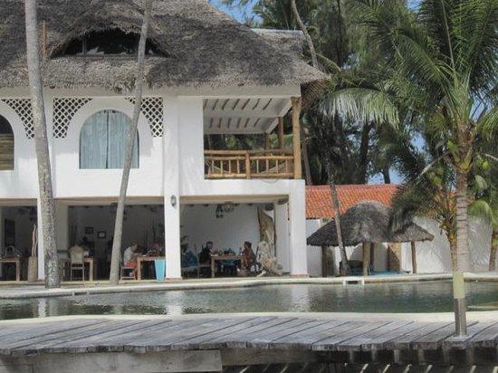Waterlovers Beach Resort: piscine et le restaurant