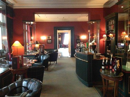 Le Palais Art Hotel Prague: Bar y Biblioteca