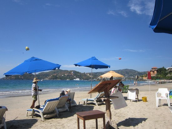Playa la Ropa: Fun beach, great vibe