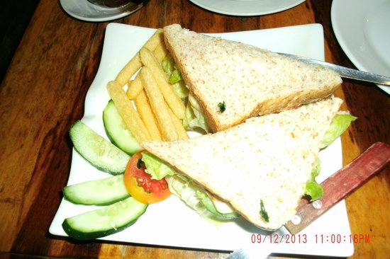 Cafe Uno : Club sandwich without salad