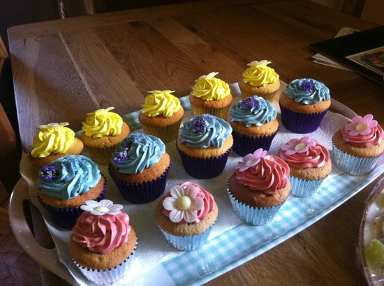 When the Clock Strikes 3: colourful cupcakes