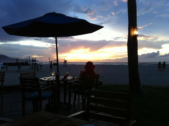 Shangri-La's Rasa Ria Resort & Spa : Beach Bar