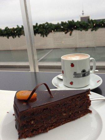 Kaffee Und Kuchen Bild Von Kafer Dachgarten Restaurant Berlin