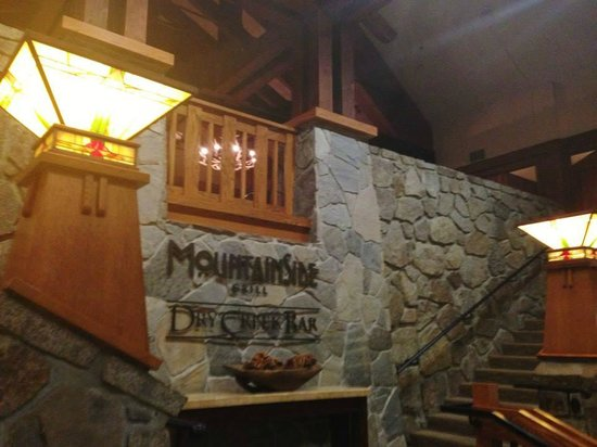 Mammoth Mountain Inn : Entrance to the on site restaurant - Mammoth Grill