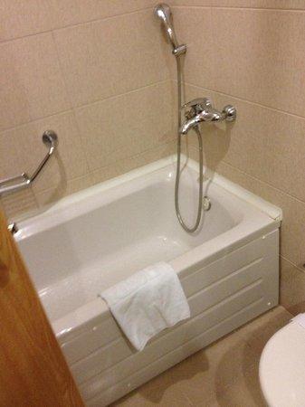 Perissia Hotel & Convention Center : bagno