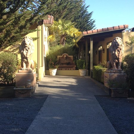Sonoma Coast Villa & Spa: Walk to the room