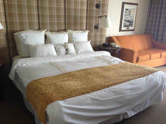 Niagara Falls Marriott on the Falls : Huge comfortable bed