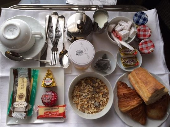 West-End Hotel : Free continental breakfast served in room (cheese is additional cost)