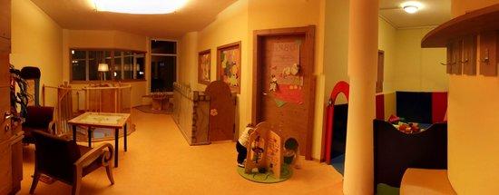 Hotel Alpin: Sala Gioco sopra