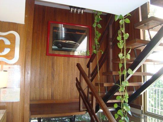 Capvio Hotel: Escaleras PB