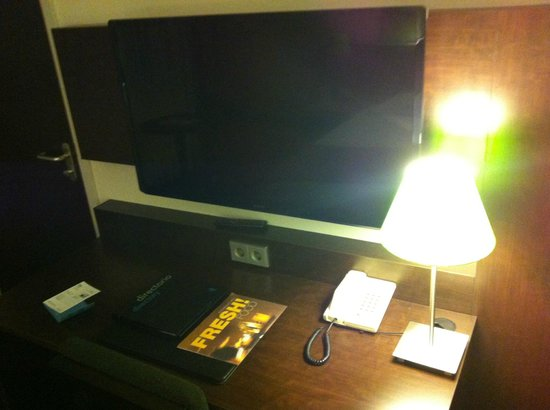 NH Maastricht: Huge TV