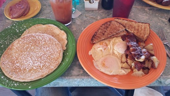 Sunset Grille and Raw Bar : Huge breakfast...the 7 mile sunset special.  Great pancakes!