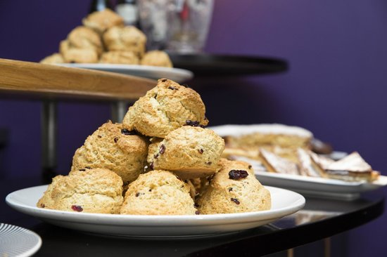 Treeby & Bolton Cafe: Freshly Baked Scones