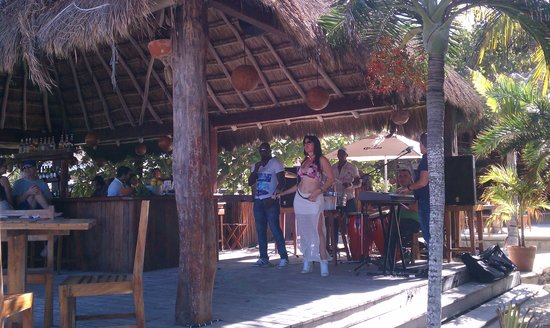 Fenix Lounge Restaurant & Beach Club: Salsa Band from Cuba
