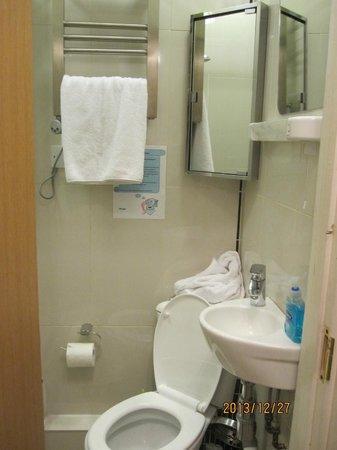 Landmark Apartments : Bath room