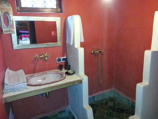 Dar Zarraba : Salle de bain chambre double.