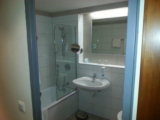 Austria Trend Hotel Europa Graz: Bathroom